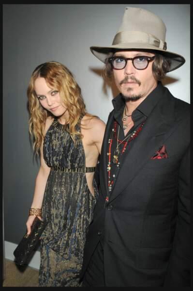 Vanessa Paradis en 2010 : électrique aux côtés de Johnny Depp dévoile sa silhouette en robe longue séduisante