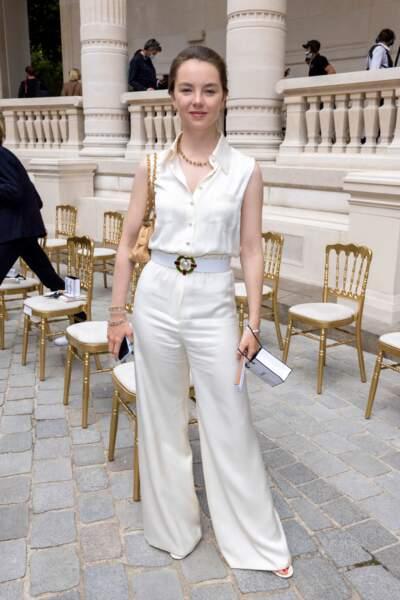 La princesse Alexandra de Hanovre en total look blanc chez Chanel le 6 juillet 2021.
