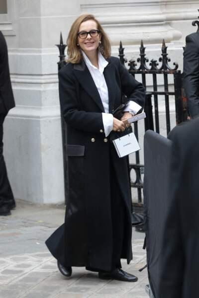Carole Bouquet rayonnante en Chanel