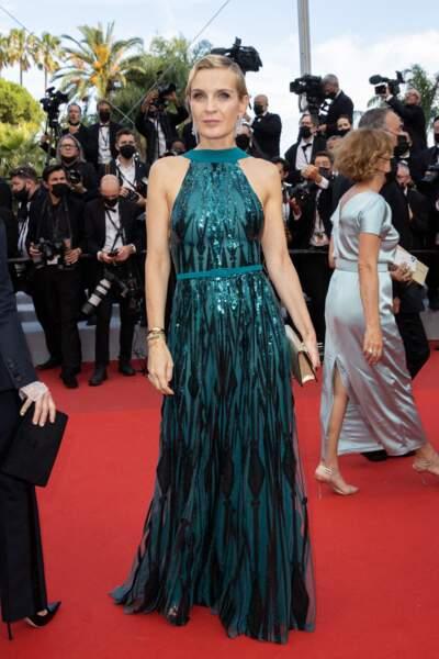 """Melita Toscan du Plantier a arboré une coiffure chic signée Dessange pour la montée des marches du film """"Annette"""" lors de la cérémonie d'ouverture du 74ème Festival International du Film de Cannes, le 6 juillet 2021"""