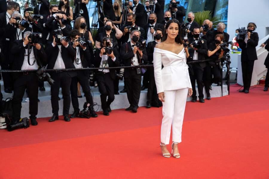 """Leïla Bekhti a elle aussi fait sensation pour la montée des marches du film """"Annette"""" dans une tenue Givenchy Haute Couture, une paire de boucles d'oreilles L'envol Haute Joaillerie et bagues Tiffany & Co, lors de la cérémonie d'ouverture du 74ème Festival International du Film de Cannes, le 6 juillet 2021"""