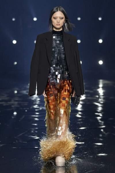 Les paillettes s'invitent par centaine cet Automne Hiver 2021-2022 chez Givenchy