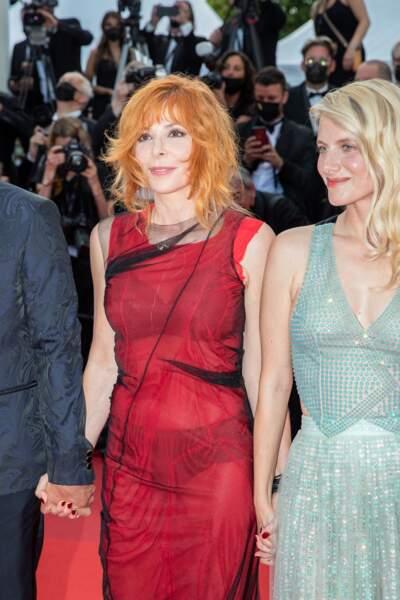Mylène Farmer a opté pour un look rock signé Maison Margiela et une bague Chopard Haute Joaillerie lors de la cérémonie d'ouverture du 74ème Festival International du Film de Cannes, le 6 juillet 2021