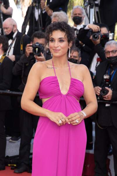 Camélia Jordana a misé sur un look glamour et pétillant pour sa première montée des marches du 74ème Festival International du Film de Cannes, le 6 juillet 2021