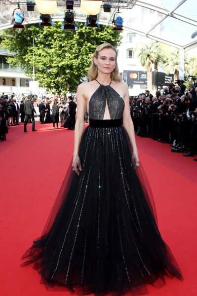 """Diane Kruger très chic en robe évasée Armani Privé pour la montée des marches du film """"Tout s'est bien passé"""" lors du 74ème Festival International du Film de Cannes, le 7 juillet 2021"""