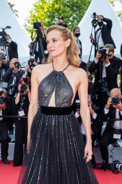 """Diane Kruger a arboré des bijoux Chaumet pour la montée des marches du film """"Tout s'est bien passé"""" lors du 74ème Festival International du Film de Cannes, le 7 juillet 2021"""