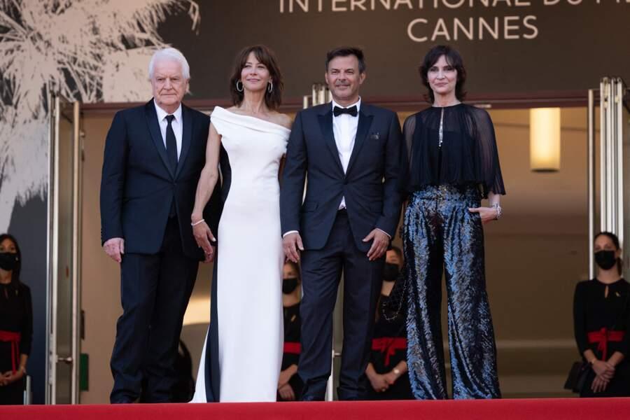 Divine dans une robe cintrée mettant en valeur sa silhouette, Sophie Marceau a fait un retour marquant lors du 74ème Festival International du Film de Cannes, le 7 juillet 2021