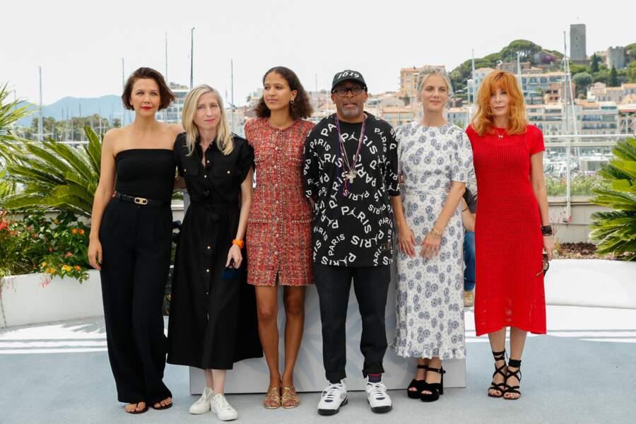 Présente au photocall du jury officiel du 74ème festival international du film de Cannes, le 6 juillet 2021, Mylène Farmer a arboré une robe longue en maille LHD, complétée d'une paire de sandales à talons du créateur Gianvito Rossi