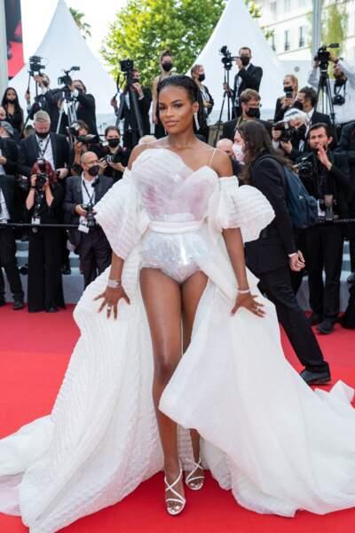 """Didi Stone sensationnelle en Jean-Paul Gaultier pour la montée des marches du film """"Tout s'est bien passé"""" lors du 74ème Festival International du Film de Cannes, le 7 juillet 2021"""