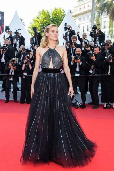 """Diane Kruger a porté une somptueuse robe évasée Armani Privé pour la montée des marches du film """"Tout s'est bien passé"""" lors du 74ème Festival International du Film de Cannes, le 7 juillet 2021"""