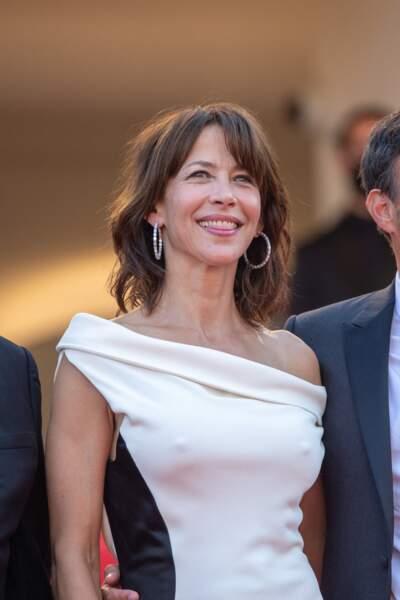 """Le make-up de Sophie Marceau était signé Dior pour la montée des marches du film """"Tout s'est bien passé"""" lors du 74ème Festival International du Film de Cannes, le 7 juillet 2021"""