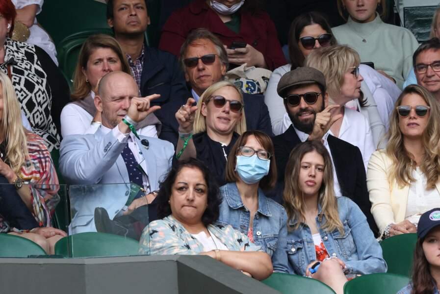 Zara Phillips et Mike Tindall partagent de bons fous rires lors du tournoi de Wimbledon, à Londres, le 7 juillet 2021