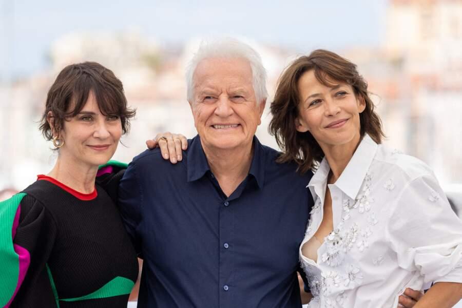 """Géraldine Pailhas, André Dussollier et Sophie Marceau au photocall du film """"Tout s'est bien passé"""" lors du 74ème festival international du film de Cannes, le 8 juillet 2021"""
