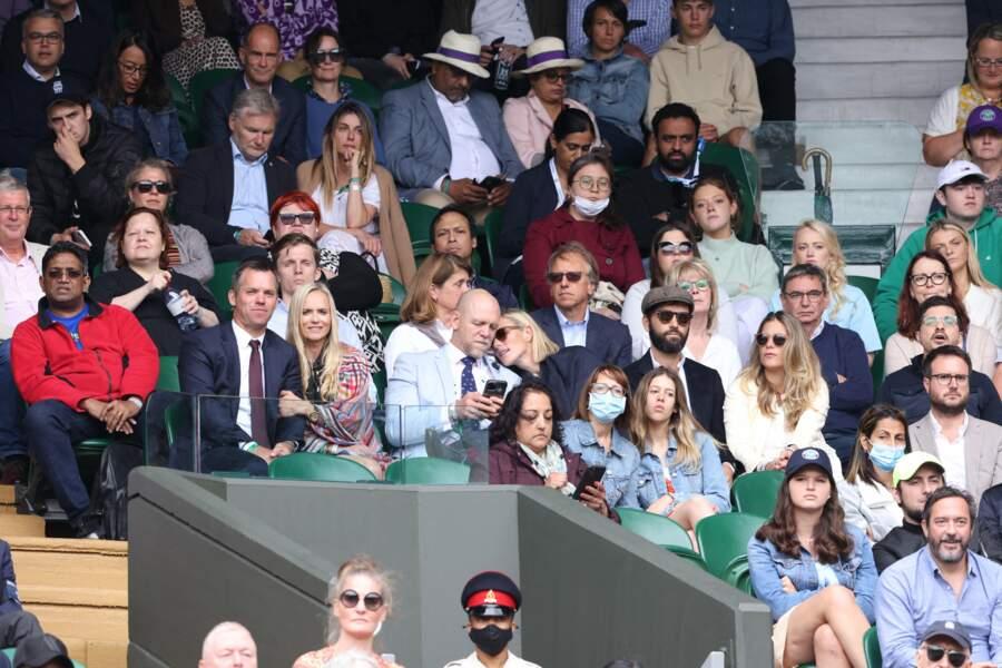 Le couple Zara Phillips et Mike Tindall a pris place dans les gradins pour assister au tournoi de Wimbledon, le 7 juillet 2021