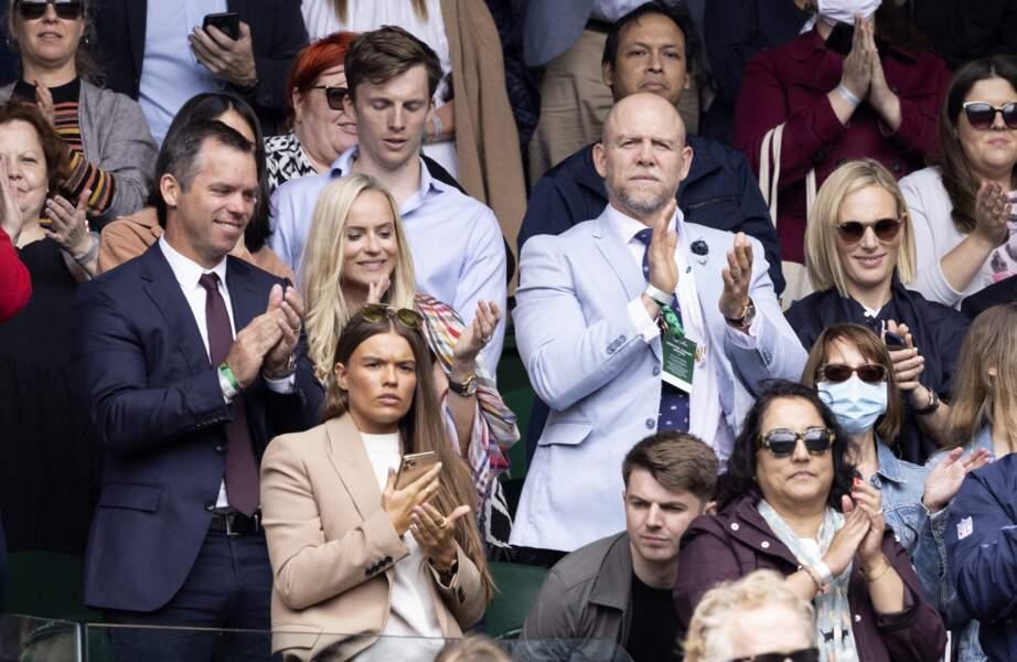 Zara Phillips et Mike Tindall étaient entourés de leurs amis Paul Casey et sa femme Pollyanna Woodward, dans les tribunes à Wimbleton, le 7 juillet 2021