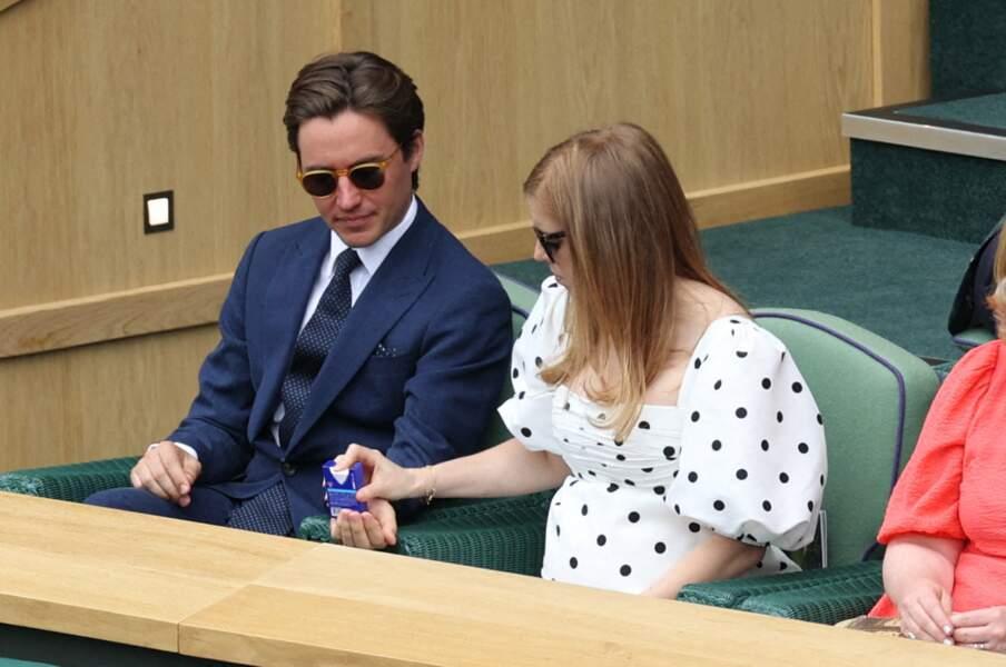 Edoardo Mapelli Mozzi et Beatrice d'York, qui accueilleront leur premier enfant à l'automne prochain, ont assisté à un match de Wimbledon, le 8 juillet 2021.