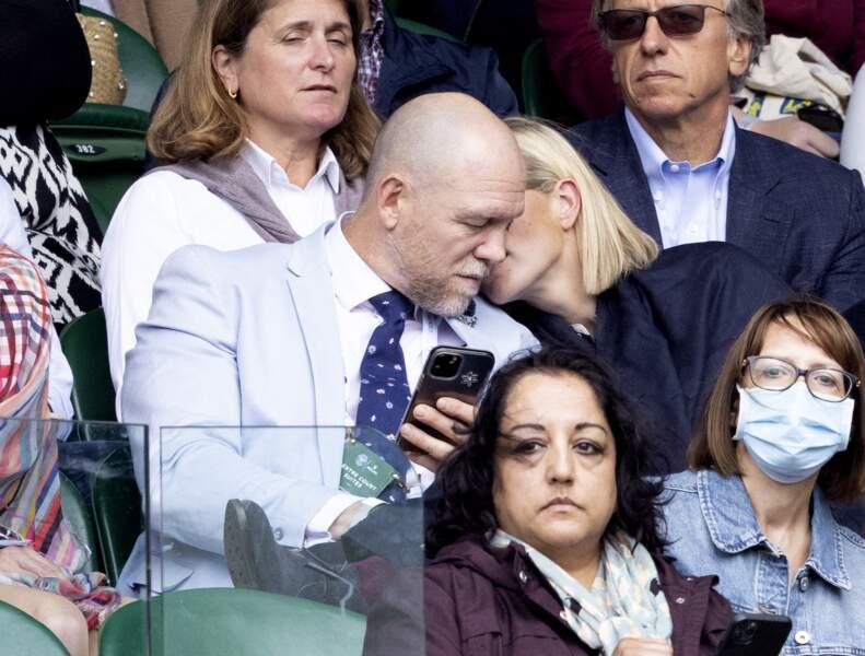 La complicité entre Zara Phillips et son mari Mike Tindall dans les tribunes à Wimebledon met fin aux nombreuses rumeurs.