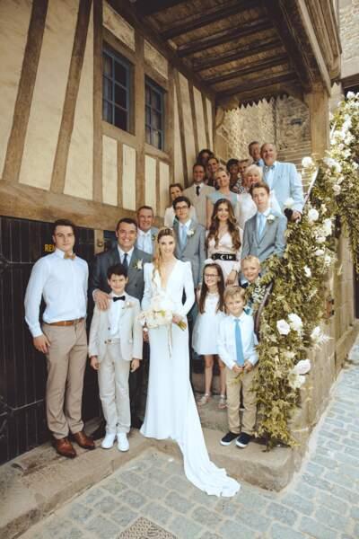 Les familles d'Arnaud Ducret et Claire Francisci réunies à la mairie du Mont-Saint-Michel le 3 juillet 2021