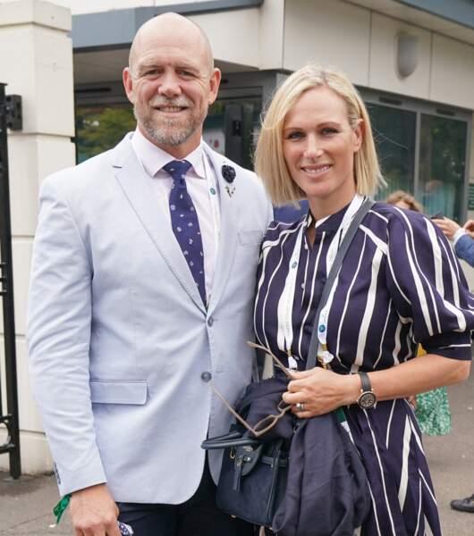 Zara Phillips, dans une robe Ralph Lauren, rayonne au bras de son époux Mike TIndall, à Wimbledon, le 7 juillet 2021