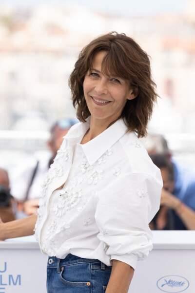 """Sophie Marceau et son naturel ont conquis les photographes présents au photocall du film """"Tout s'est bien passé"""" lors du 74ème festival international du film de Cannes, le 8 juillet 2021"""