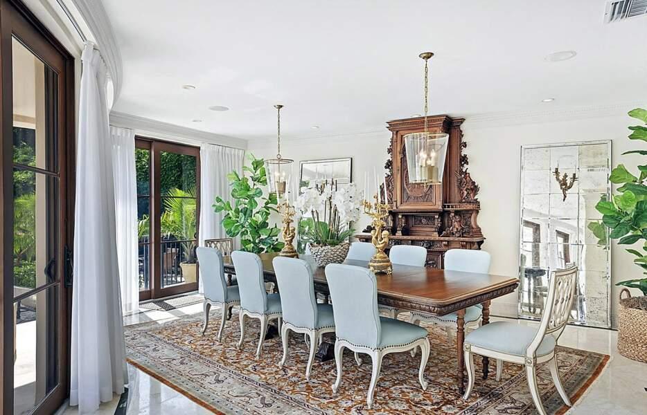 Pour partager un repas en famille, Ivanka Trump et son mari Jared Kushner pourront s'installer dans cette salle à manger à l'esprit rococo