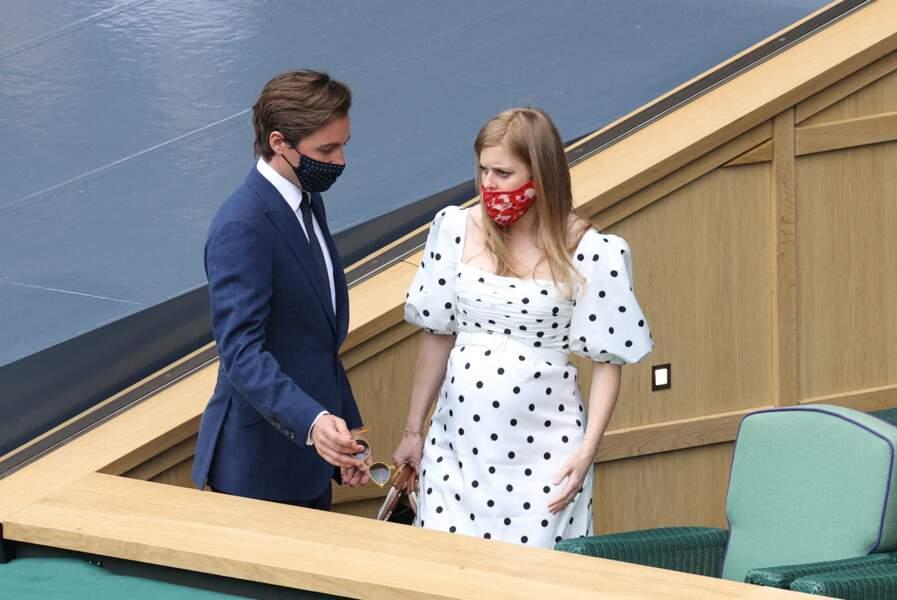 Beatrice d'York et son époux arrivent dans les gradins du tournoi de Wimbledon à Londres, le 8 juillet 2021