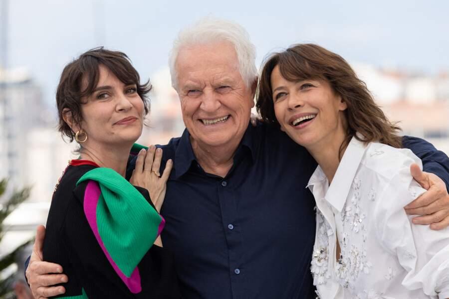 """Après son look très chic sur le red carpet la veille, Sophie Marceau a opté pour une tenue plus décontractée au photocall du film """"Tout s'est bien passé"""" lors du 74ème festival international du film de Cannes, le 8 juillet 2021"""