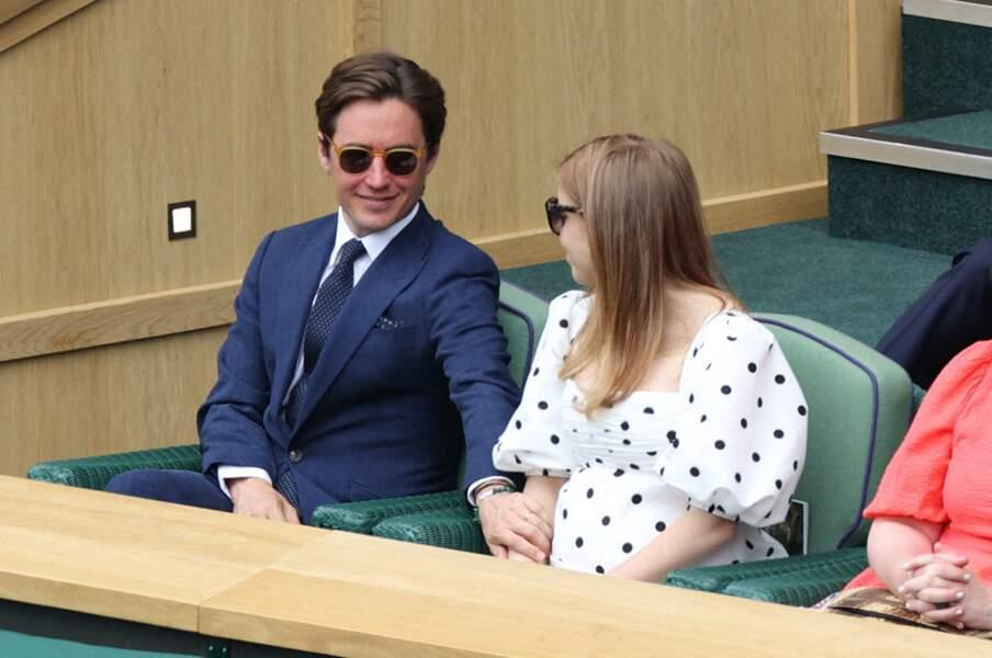 Enceinte dans les gradins de Wimbledon ce 8 juillet 2021, la princesse Beatrice a officialisé sa grossesse trois mois après la naissance du premier enfant de sa soeur, la princesse Eugenie.