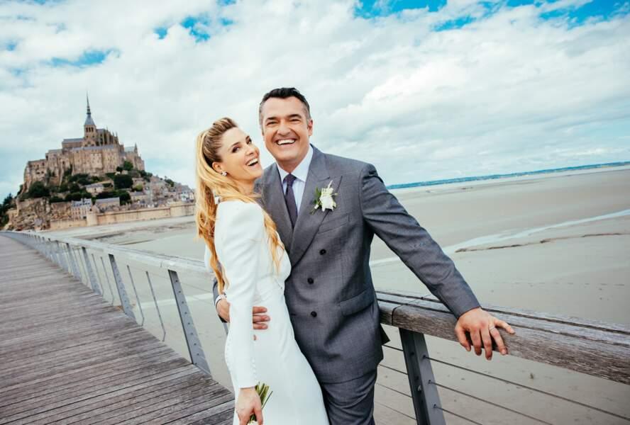 Arnaud Ducret et Claire Francisci lors de leur mariage, le 3 juillet 2021, sur la passerelle du Mont-Saint-Michel