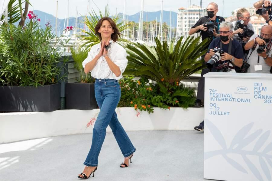 """Sophie Marceau a fait sensation à son arrivée au photocall du film """"Tout s'est bien passé"""" lors du 74ème festival international du film de Cannes, le 8 juillet 2021"""