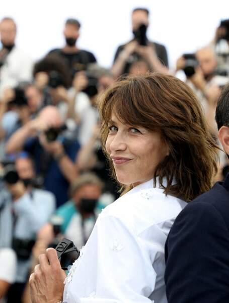 """Une chose est sûre, Sophie Marceau n'est pas passée inaperçue au photocall du film """"Tout s'est bien passé"""" lors du 74ème festival international du film de Cannes le 8 juillet 2021"""