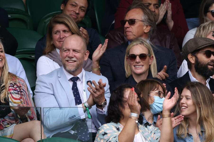 Zara Phillips et Mike Tindall ont les yeux rivés sur le match de tennis lors du tournoi de Wimbledon, à Londres, le 7 juillet 2021