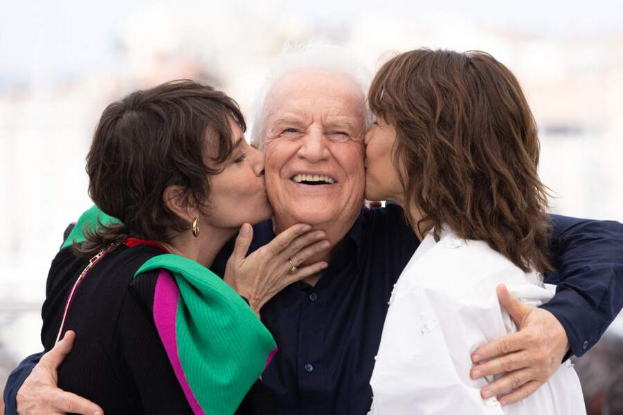 """Géraldine Pailhas, André Dussollier et Sophie Marceau sont apparus tous les trois très complices au photocall du film """"Tout s'est bien passé"""" lors du 74ème festival international du film de Cannes, le 8 juillet 2021"""