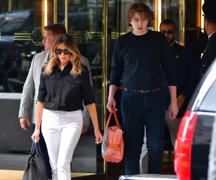 Melania Trump et son fils Barron ont été aperçus dans les rues de New York ce 7 juillet.