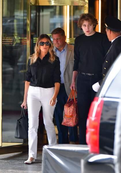 Melania Trump et son fils Barron ont été photographiés alors qu'ils quittaient la Trump Tower de Manhattan le 7 juillet.