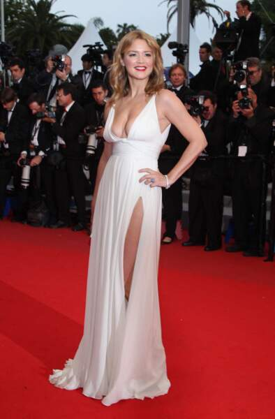 Virginie Efira en 2012 au Festival de Cannes : en robe longue blanche immaculée.