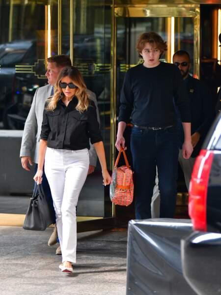 Agé de 15 ans, Barron Trump accompagné par sa mère Melania Trump a attiré tous les regards. Un adolescent très discret, qui semble toujours dans la retenue.