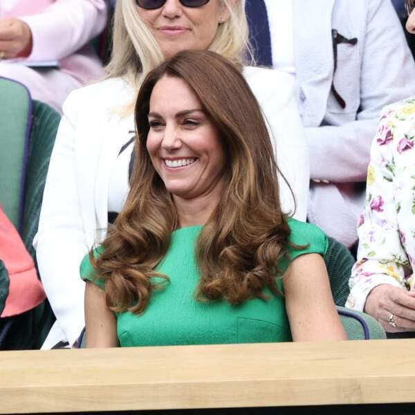 Kate Middleton, duchesse de Cambridge assiste à la finale Dames au tournoi de Wimbledon le 10 juillet 2021 dans un look très élégant.