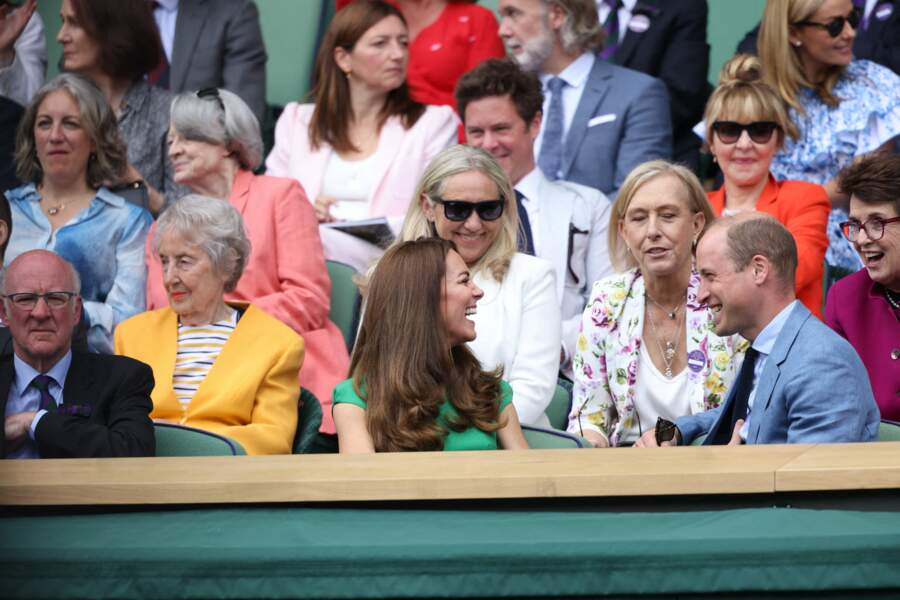Le couple royal a échangé quelques mots avec l'ancienne joueuse de tennis Billie Jean King dans les gradins à Wimbledon, ce 10 juillet.