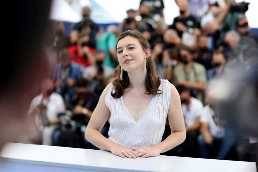 Louise Chevillotte au photocall du film Benedetta, à Cannes
