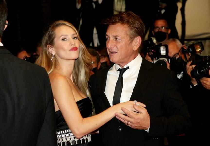 Sean Penn et sa fille Dylan Penn pour la présentation du film Flag Day lors du Festival de Cannes ce 10 juillet