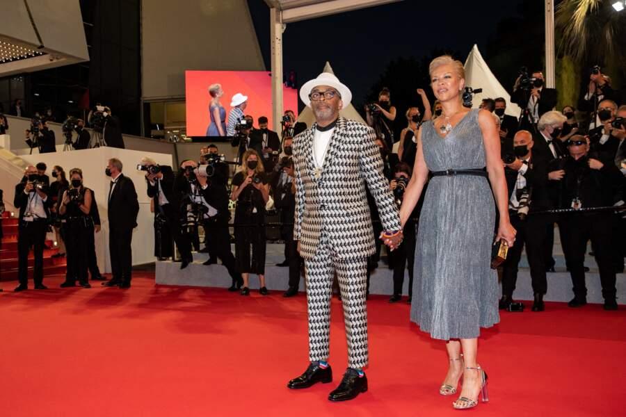 Spike Lee, le Président du jury, et sa femme Tonya Lewis Lee à la Montée des marches du film « Flag Day» lors du 74ème Festival International du Film de Cannes ce 10 juillet 2021