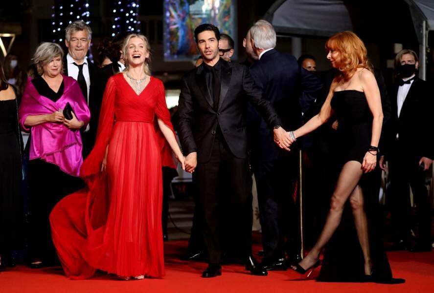 Le trio de jury, Mélanie Laurent, Tahar Rahim et Mylène Farmer ont pris la pose devant le photocall lors de la 74e édition du Festival de Cannes ce 10 juillet