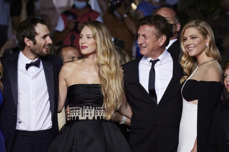 Dylan Penn a choisi une robe bustier asymétrique de la griffe Chanel pour le Festival de Cannes ce 10 juillet