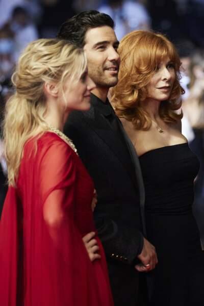 Mélanie Laurent, Tahar Rahim, et Mylène Farmer lors de leur passage sur le tapis rouge du Festival de Cannes ce 10 juillet