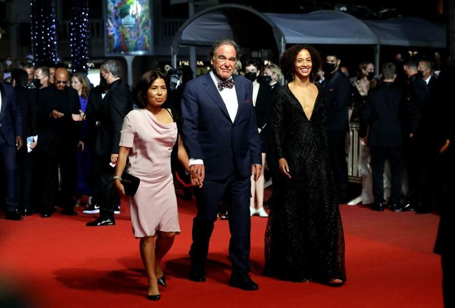 Le réalisateur Olivier Stone a foulé le tapis rouge avec sa femme Sun-Jung Jun au Festival de Cannes, ce 10 juillet