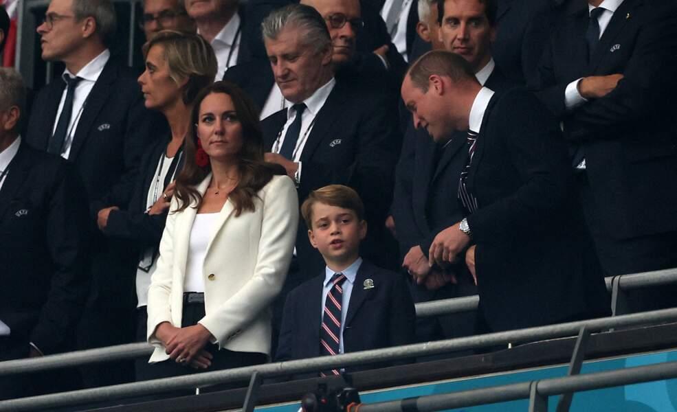 La duchesse de Cambridge porte un t-shirt blanc Ralph Lauren à la finale de l'Euro 2021 à Wembley