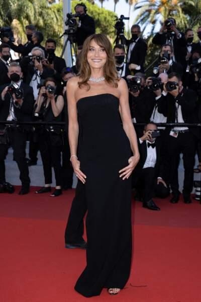 Carla Bruni fn de robe longue bustier au festival de Cannes le 10 juillet 2021