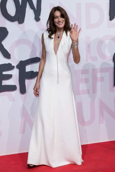 Carla Bruni en robe longue immaculée Dior au festival de Cannes, le 13 mai 2018