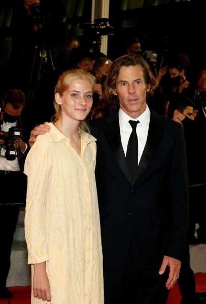 Hazel Moder, fille de Julia Roberts, et son père Daniel Moder à la montée des marches du film Flag Day au Festival de Cannes le 10 juillet dernier